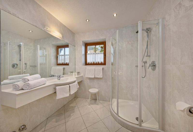 Appartement Kaiser Alexander − Bad mit Dusche